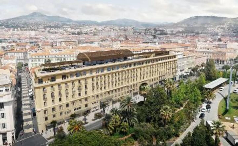 En pleine restructuration, l'ex Hôtel Plaza va devenir l'Anantara Plaza.
