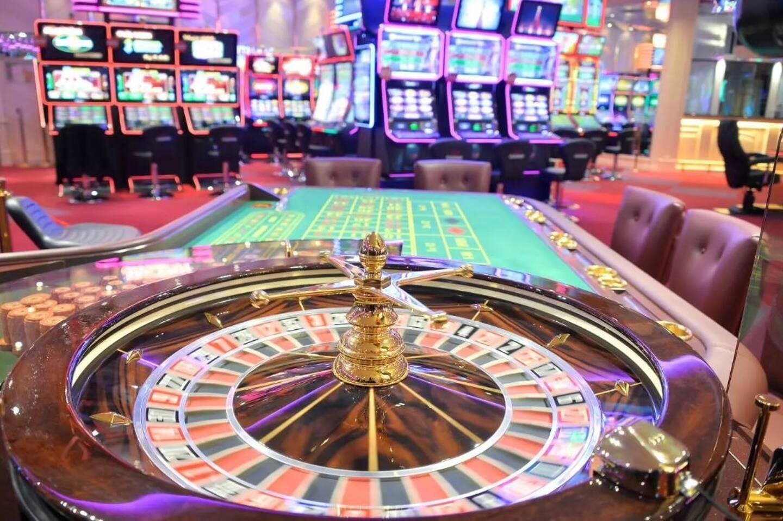 Les casinos d'Antibes, Cannes et Grasse adaptent leur espace en respect du protocole sanitaire et en ont profité pour donné un coup de neuf dans la salle de jeux.