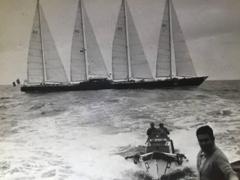 Le Club Méditerranée au départ de Lisbonne pour les 1500 milles qualificatifs imposés à Alain Colas avant la Transat 1976.