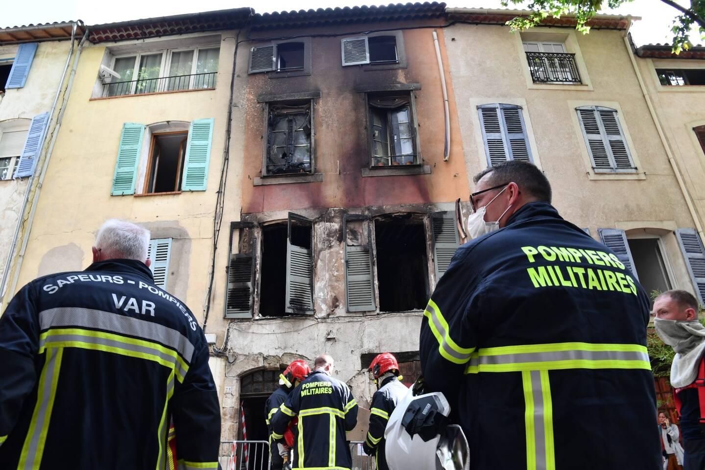 L'incendie s'est déclaré au premier étage de cette maison de village, dans la nuit de lundi à mardi.
