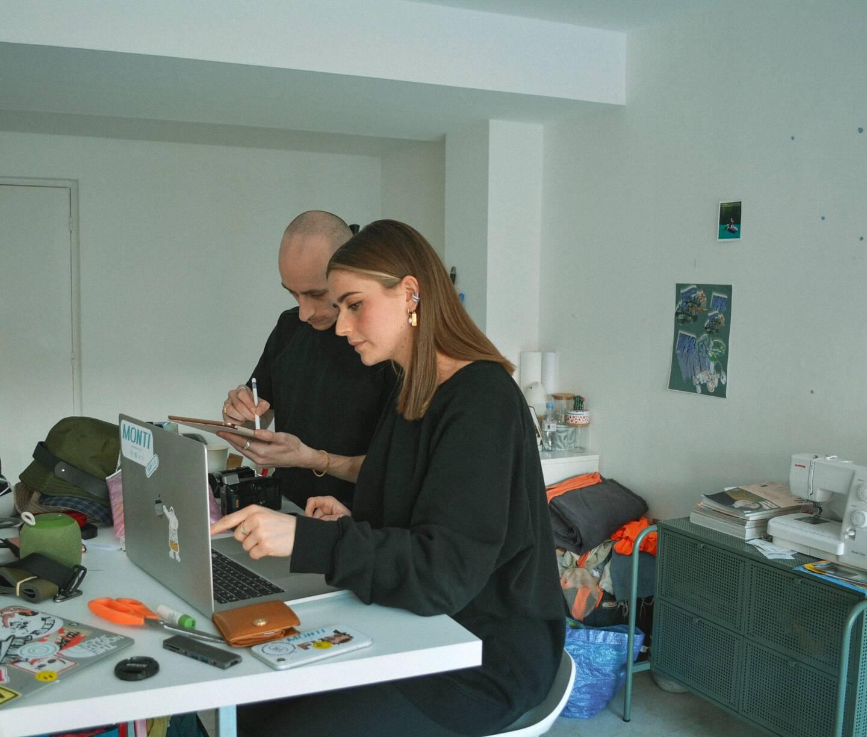 Clara Montigiani et Thomas Papa dans leur atelier, à Nice.