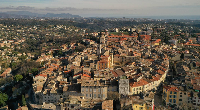 Dans les Alpes-Maritimes, Vence est championne du petit commerce. On est allés voir pourquoi.
