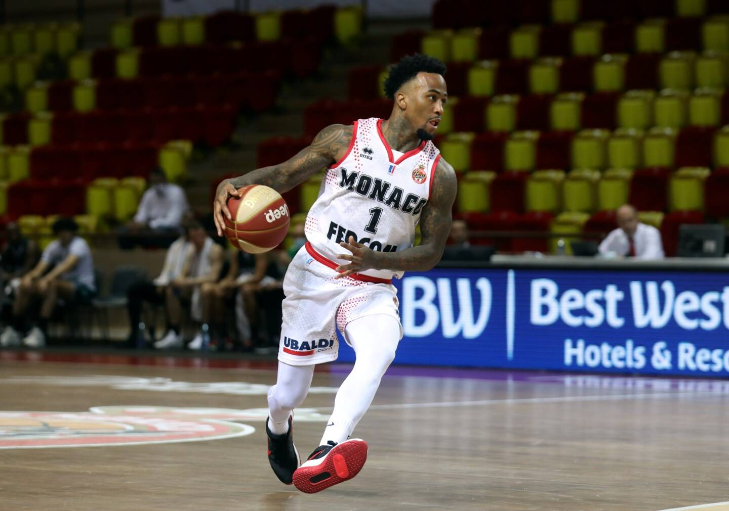 Dee Bost avec l'AS Monaco basket.