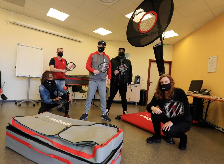 Chris Oven, Jérôme Jeunot (Esatitude), Christophe Lehmann, Ilan Rog, Valérie Manhajm. Une partie de l'équipe qui a inventé, qui fabrique et déploie le raqball en France et à l'international.