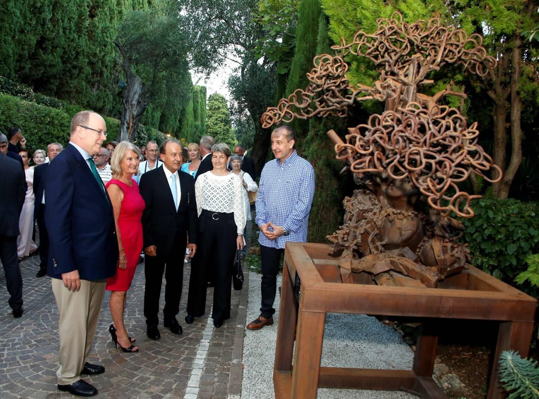 Exposition L'art'bre au parc des oliviers de Roquebrune-Cap-Martin en présence du prince Albert II de Monaco. Laurent Bosio y présente l'un de ses bonsaïs.