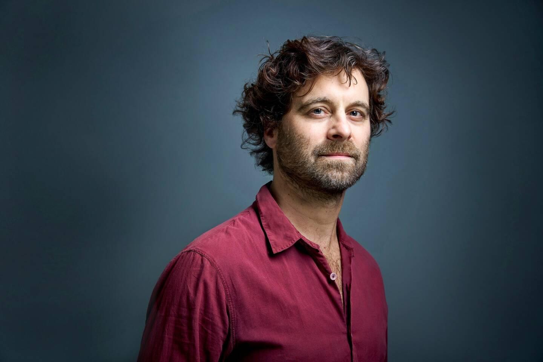 Professeur d'Histoire et de Géographie, Emmanuel Flesch est l'auteur de ce roman-fiction d'anticipation... quoique.