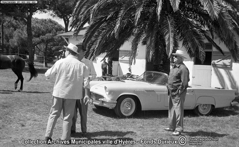 Jean Gabin lors du tournage à l'hippodrome de Hyères