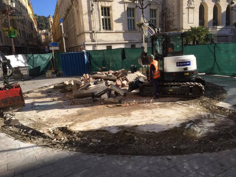 C'est l'un des symboles du Vieux-Nice. Pourtant, la fontaine de la place du palais de justice a été démontée lundi après-midi. Une décision fortement critiquée sur les réseaux sociaux.