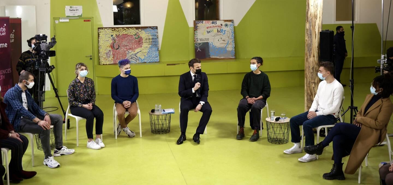 Emmanuel Macron s'est entretenu avec des étudiants et étudiantes de l'université de Paris-Sacaly, ce jeudi.
