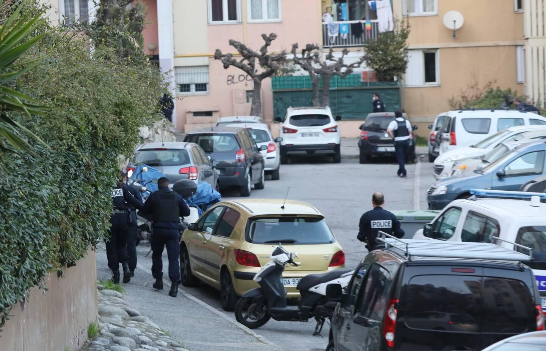 Policiers municipaux et nationaux ont investi le quartier des Fleurs de Grasse vendredi en fin de journée pour tenter de mettre la main sur un fugitif.