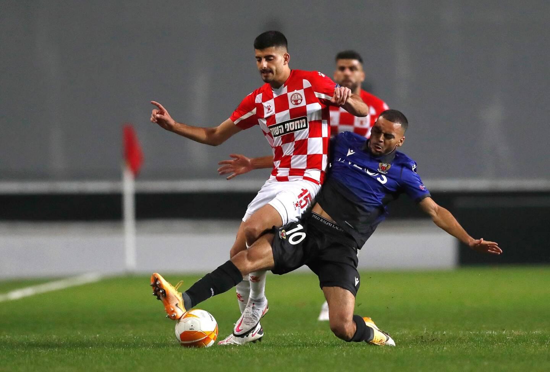 Alexis Claude Maurice face à Tomer Yosefi lors de Beer Sheva-OGC Nice en Europa League.