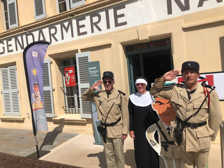 Quatre amis sont descendus de Loire Atlantique, pays d'adoption de Louis de Funès, pour rejoindre le musée de la gendarmerie, à Saint-Tropez, avec mehari sur remorque et costumes.