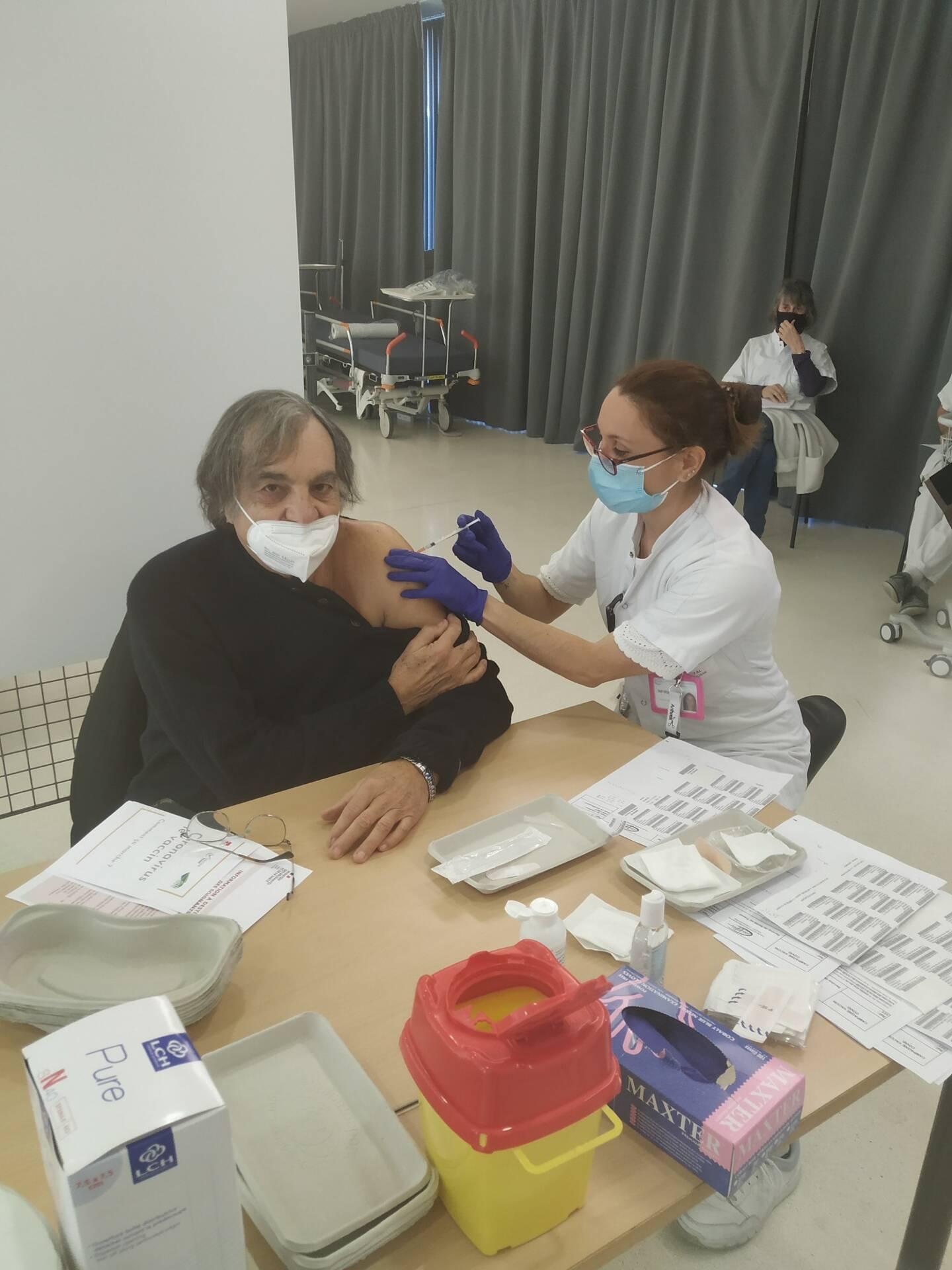 """""""Il faut se faire vacciner dès que l'on peut"""", affirme Marcel Rufo."""