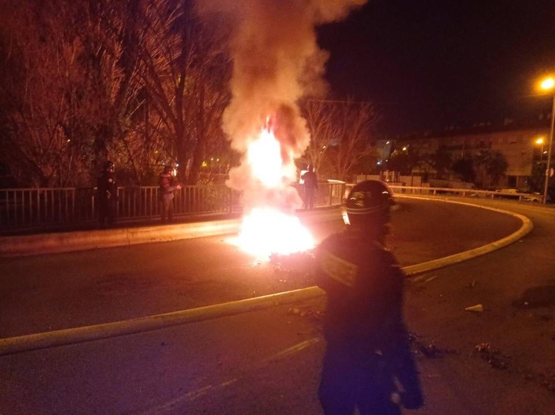 Sur la chaussée et parfois sous les habitations, des incendies sont déclenchés la nuit, depuis moins d'une semaine, à la Gabelle.