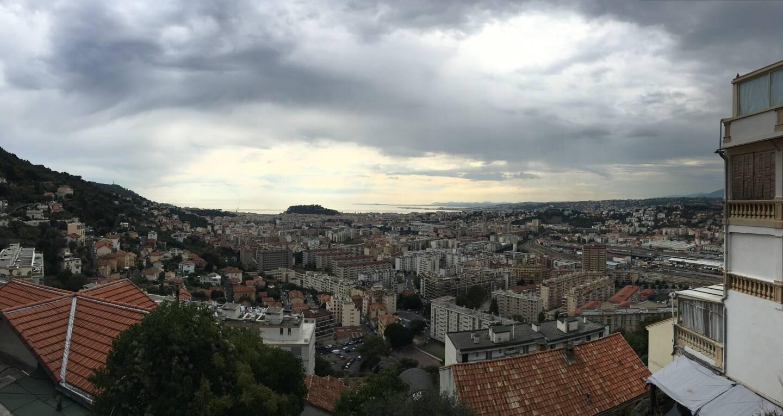 Nuages et pluie sur la Côte d'Azur