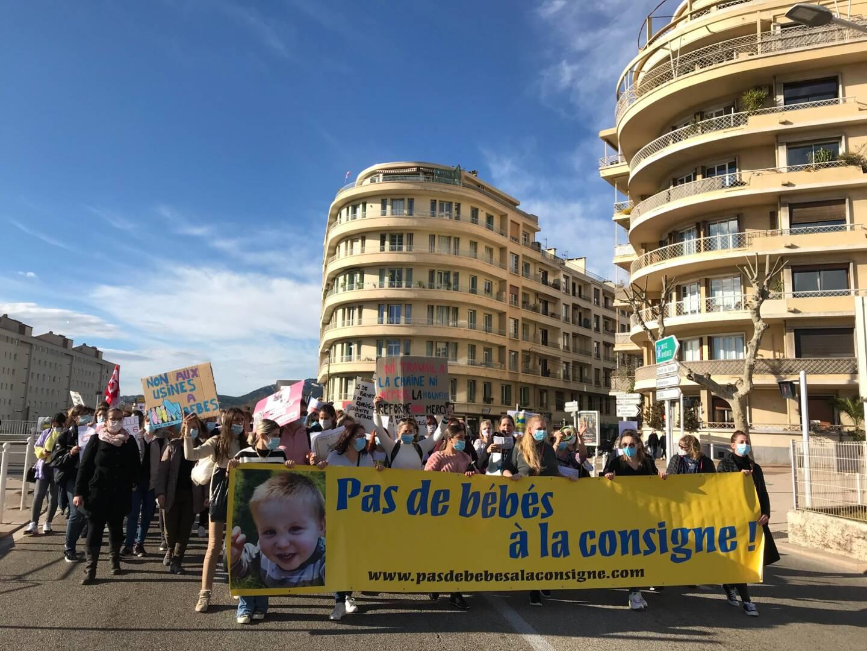 Les professionnels de la petite enfance manifestent ce mardi après-midi à Toulon contre la réforme d'Adrien Taquet votée dans le cadre de la loi ASAP.
