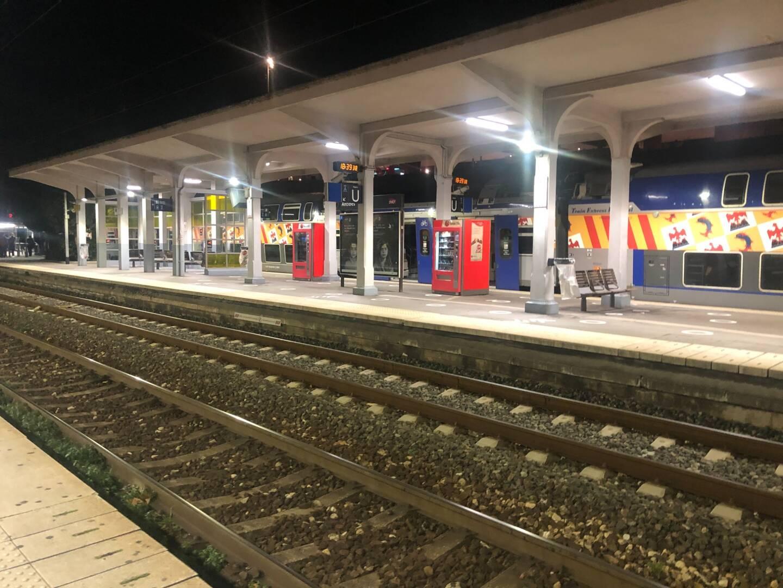 Comme ici à Antibes, le trafic ferroviaire est à l'arrêt ce mercredi soir sur la Côte d'Azur.