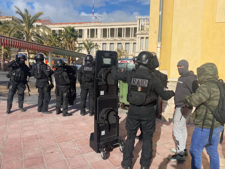 L'opération se déroule dans le Vieux-Nice.