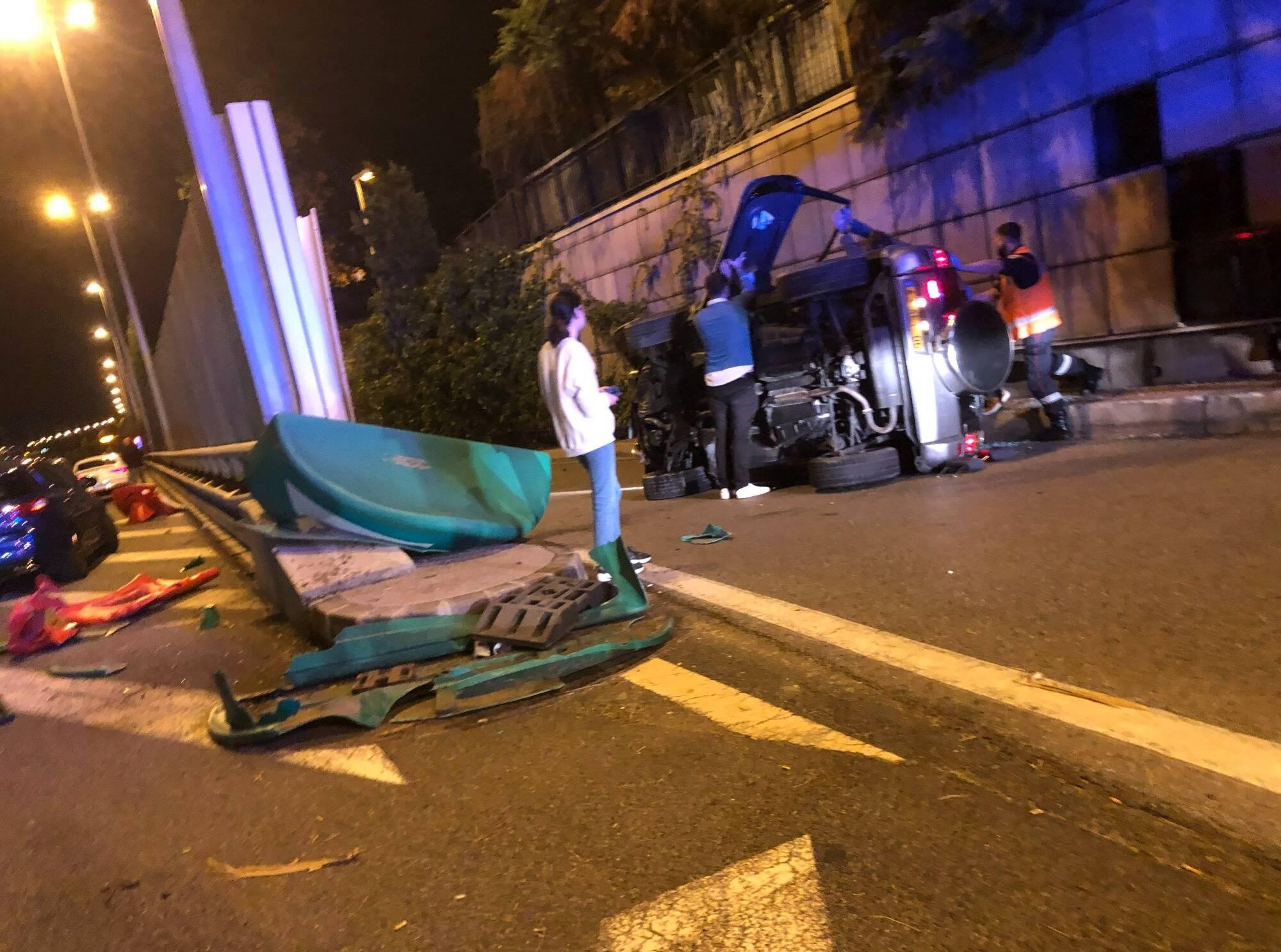 Une voiture finit sur le flanc sur la voie rapide de Nice