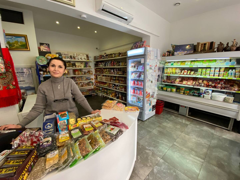 En plus de ces sucreries originales, c'est tout un univers que propose Louise dans l'épicerie russe de Beausoleil.