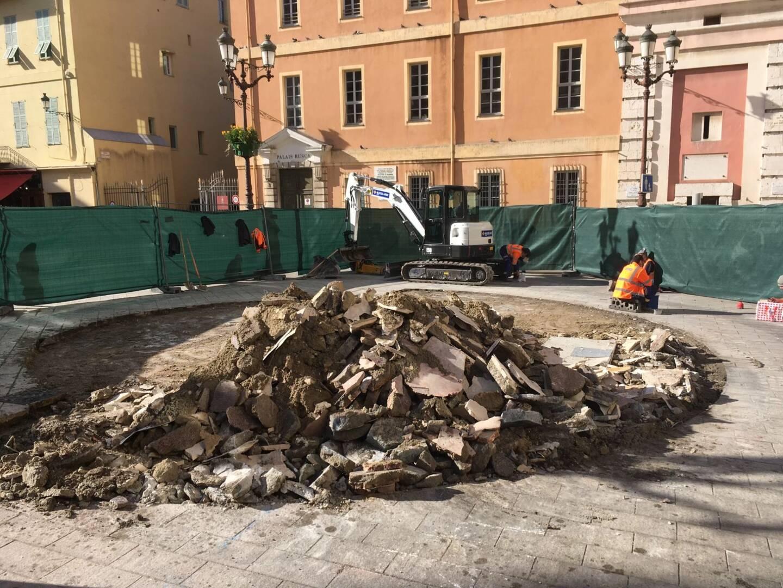 Après la polémique, les explications. La Ville de Nice vient d'envoyer un communiqué de presse afin de justifier le démantèlement de la fontaine de la place du palais de justice lundi après-midi. Et annoncer ce qui allait être fait à la place.