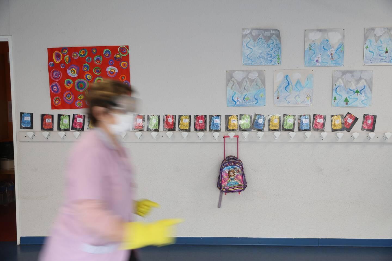L'école reste ouverte avec des instituteurs remplaçants.