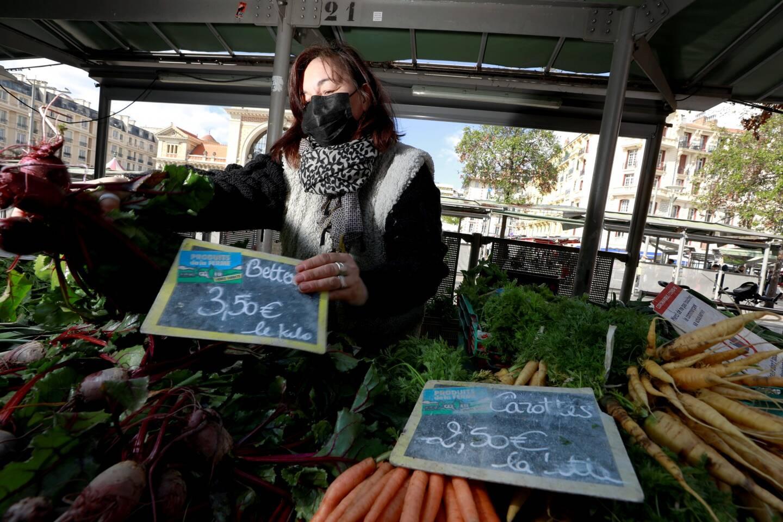 """Sur l'étal de Marie-Anne Cassar, sur le marché de la Libération, """"les prix n'ont pas changé"""", assure-t-elle."""