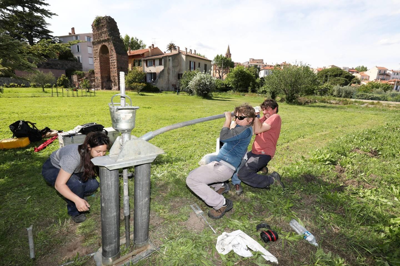 Les archéologues réalisent des carottages sur le terrain de la porte d'Orée. Prélèvements, analyses, études… afin de trouver des indices permettant de situer les quais du port antique.