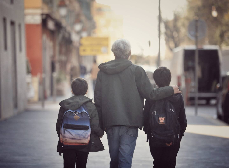 Éric a dû quitter son boulot pour aller récupérer deux de ses enfants.