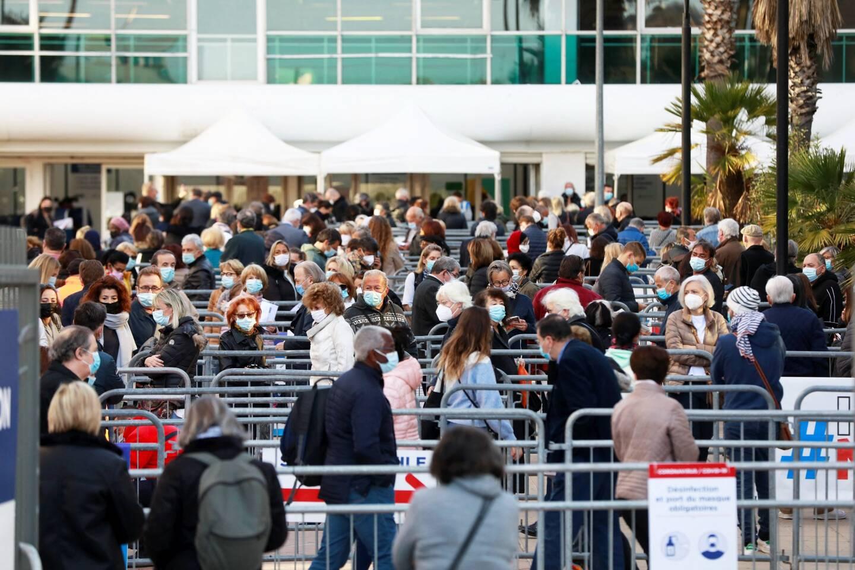 La ville de Nice a battu le record de vaccinations en un même lieu et en un jour, hier, au vaccinodrome du Palais des Expositions.