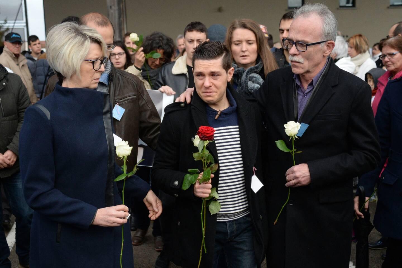 Jonathann Daval (ici en compagnie de ses beaux-parents lors de la marche blanche début novembre 2017 à Gray) pourrait assister à l'audience depuis la maison d'arrêt de Dijon où il est incarcéré.