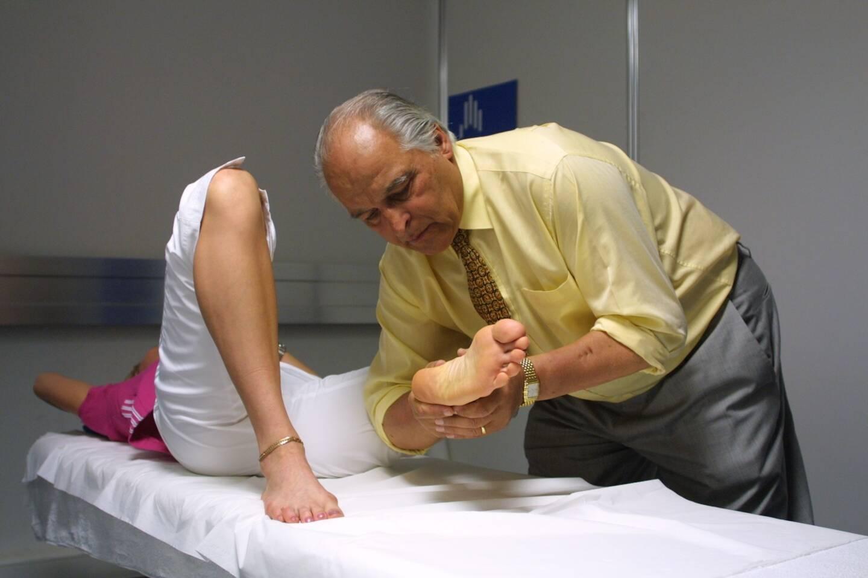Marc Bozzetto lors d'une séance d'ostéopathie.