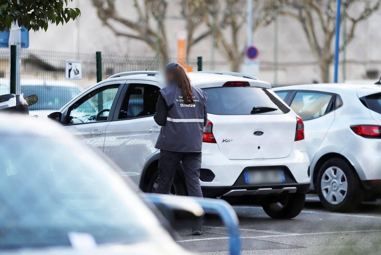 Jeudi, un agent de Streeteo -ici en février- a reçu un coup de poing au visage de la part d'un automobiliste qui venait de se faire verbaliser dans le centre-ville cagnois.