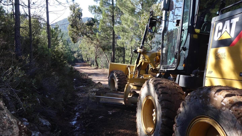 Les pistes DFCI doivent être entretenues pour faciliter l'accès des pompiers aux massifs forestiers.