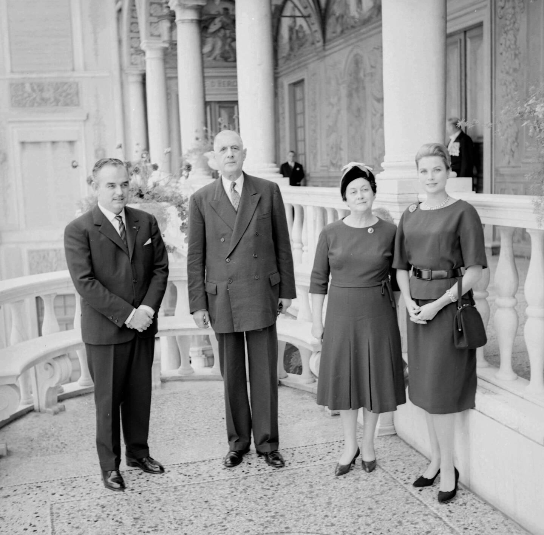 Le couple princier lors de la réception du général de Gaulle et son épouse.