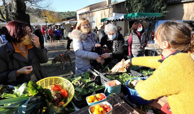 Comme au Castellet (ci-dessus), Signes lance son marché des producteurs.
