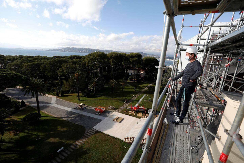 La réfection du toit jamais refait depuis sa création en 1870, et de la façade devrait s'achever à la mi-mars.