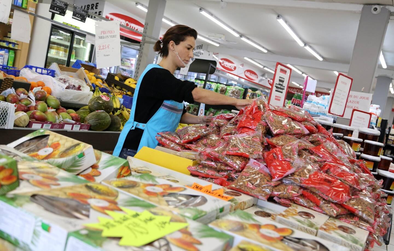 """Le supermarché brignolais a installé """"le podium"""" spécial ramadan."""