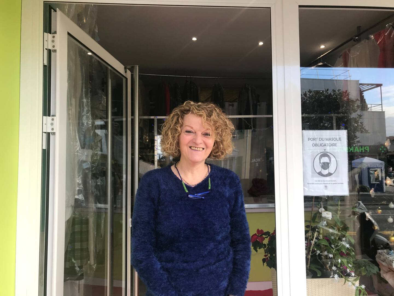 """Michèle Sarrat, gérante du """"Club net pressing"""", avenue De-Gaulle"""
