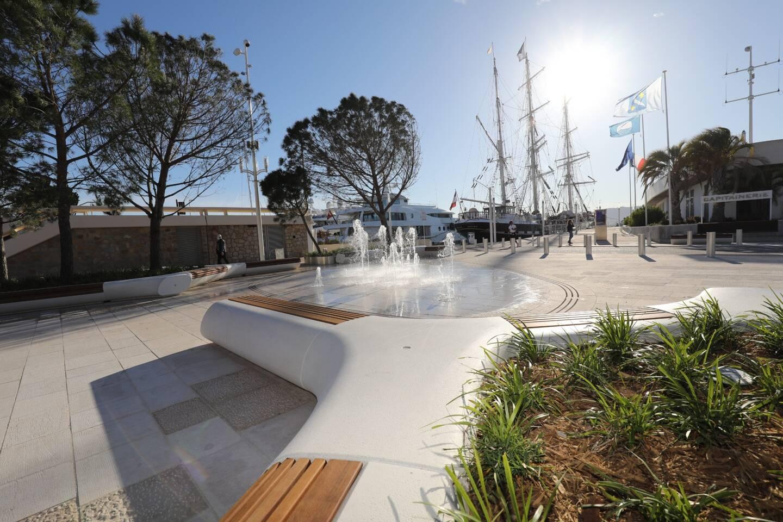 Entamée en mars 2019, la seconde phase d'embellissement du port à l'est de Cannes est achevée, avec l'inauguration, ce mercredi, de l'espace Grand Large. Objectif : (re) faire du site un pôle d'attractivité, avec, aussi, ses nouvelles enseignes commerciales.