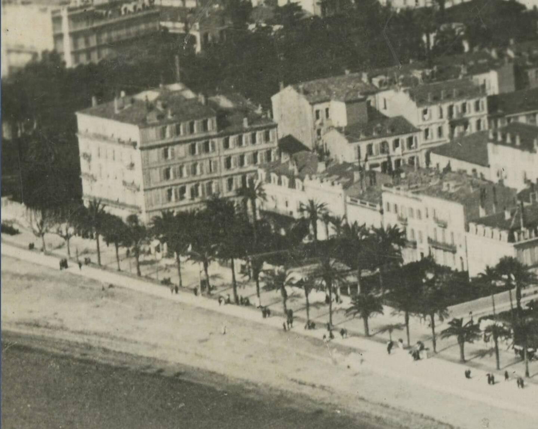 C'est au sein de la villa Numa Blanc, à l'angle de rue Macé, que Coco Chanel louait un atelier.