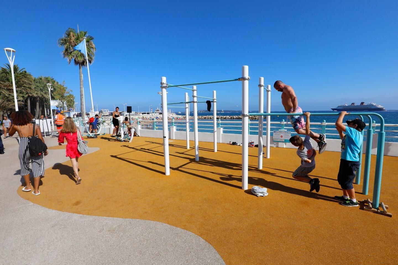 """Cannes, qui se revendique """"Capitale du sport en plein air"""", propose plusieurs sorties sportives dans son application """"Cannes Sports""""."""