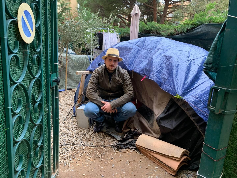 Depuis mars, Gabriel Chapelle dort dans une tente.