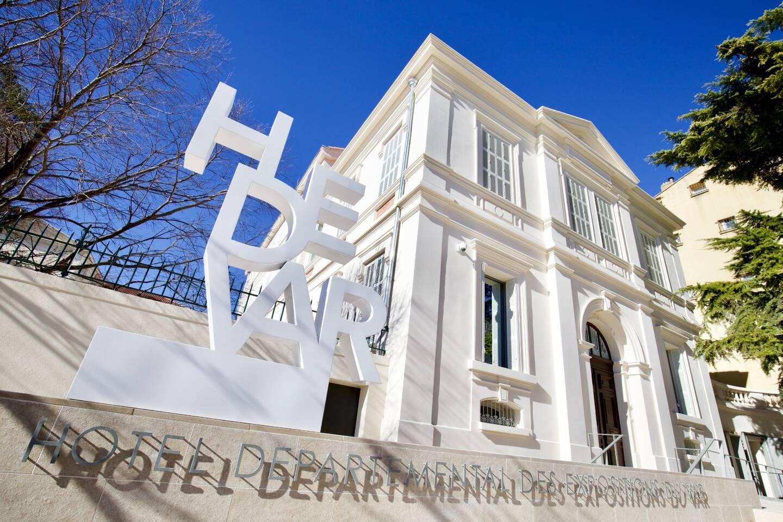 L'Hôtel départemental a déjà une fière allure vu de l'extérieur.