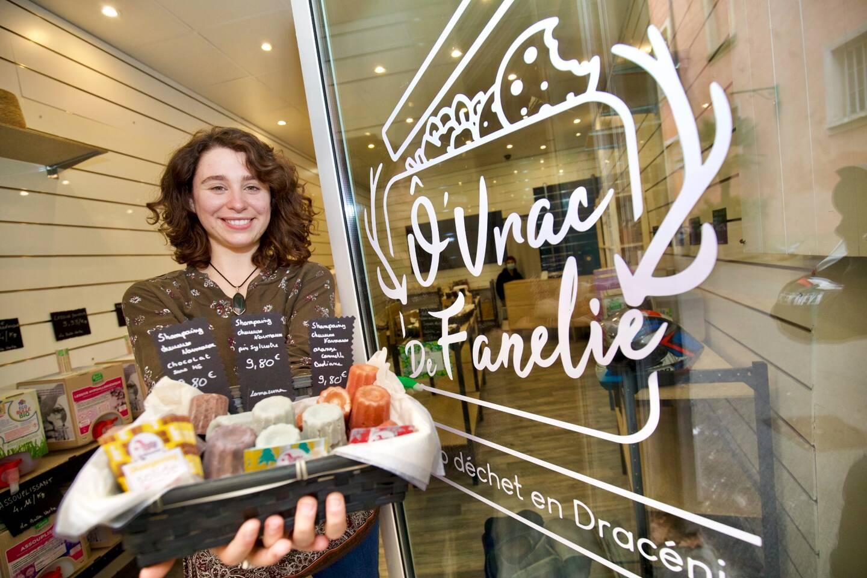 Fanélie Brotonne vend des produits en vrac zéro déchets.