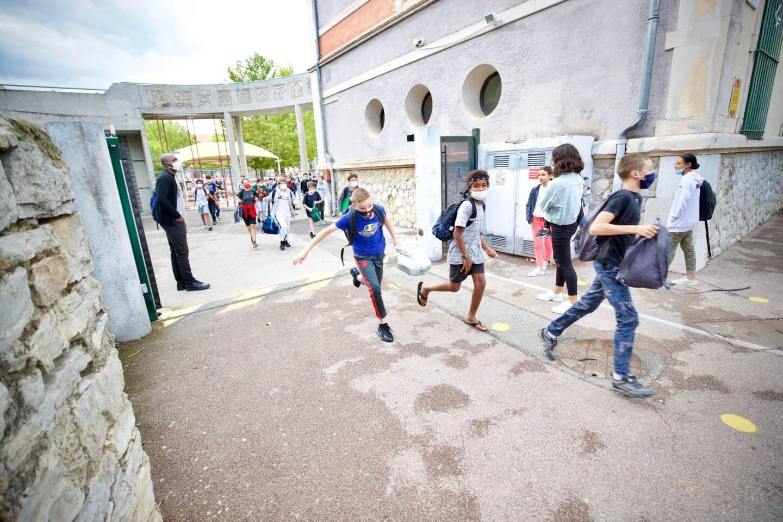 Les élèves du collège dracénois vivent quelques chamboulements ces derniers jours. Internat fermé, six assistants d'éducation en isolement. Danièle Levasseur fait le point sur la situation.