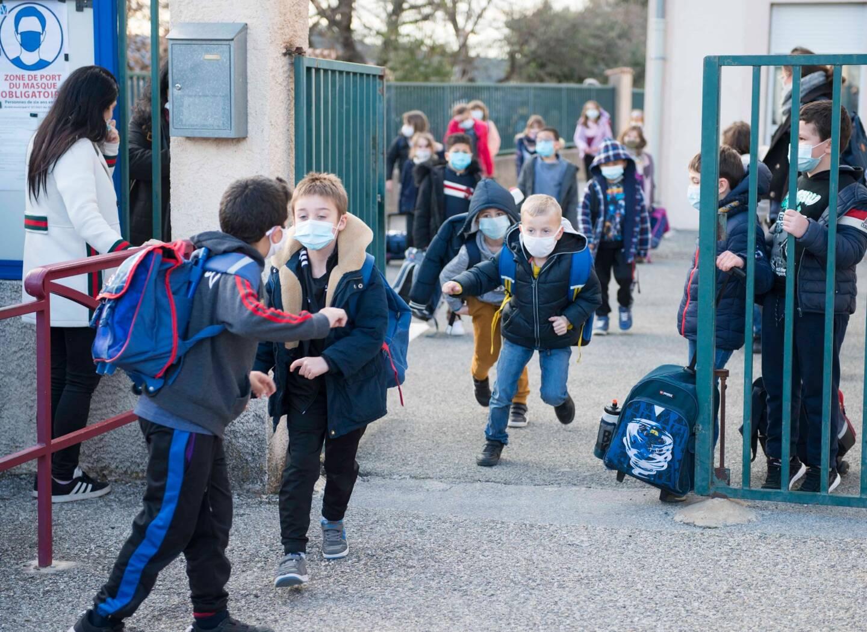 A la sortie de l'école de Vidauban, où le port du masque est désormais obligatoire dès 6 ans et dans un rayon de 100 mètres.
