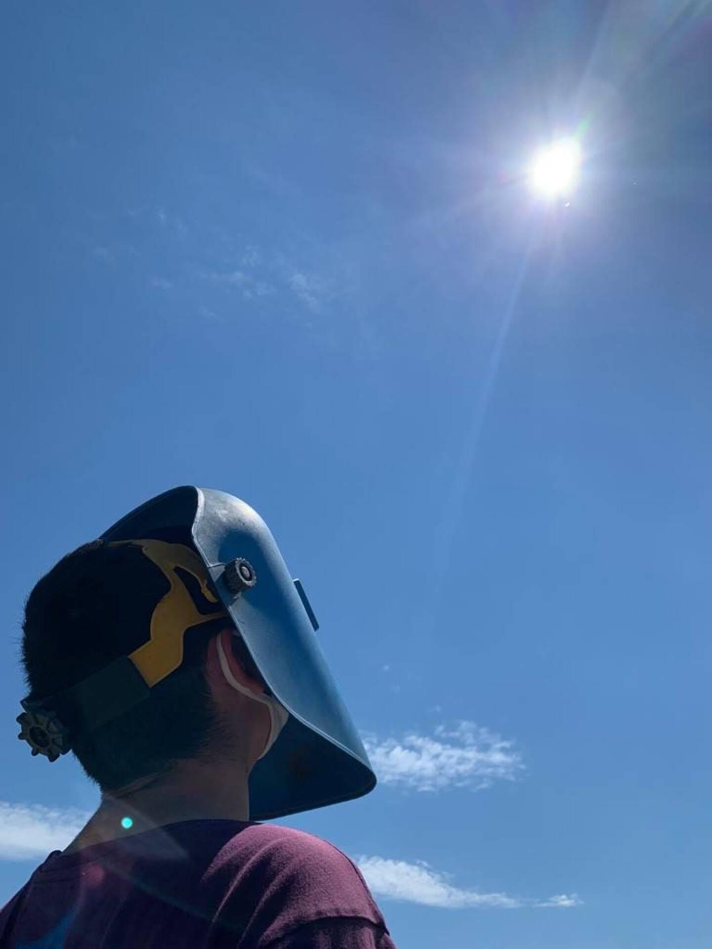 """""""C'est la première fois que j'observe une éclipse et je trouve ça fascinant"""""""