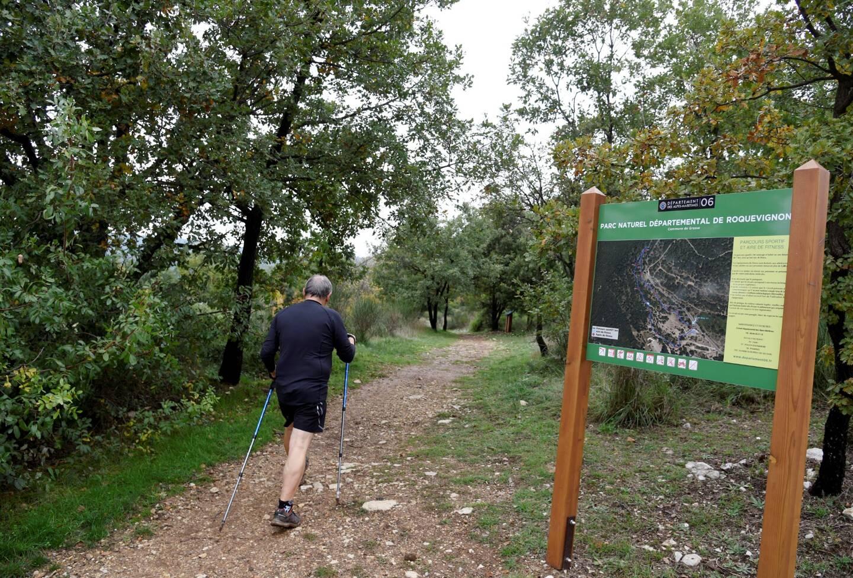 Besoin de vous évader un peu en ce week-end de confinement? Le parc de Roquevignon et son cœur vert vous attendent.