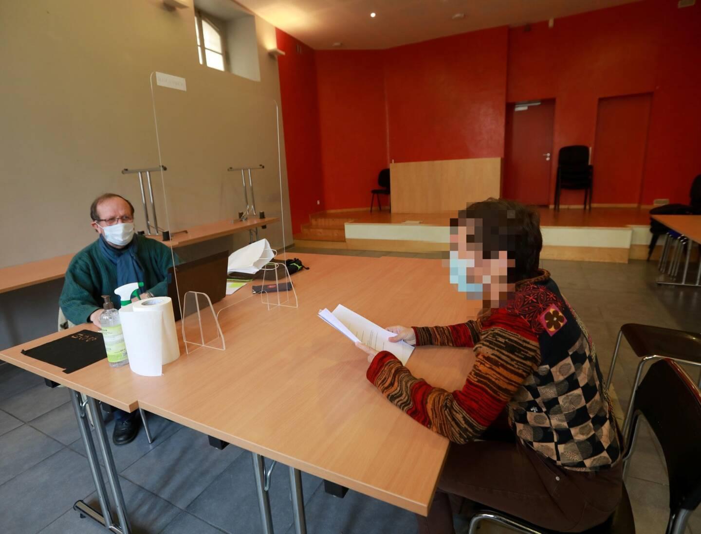 Dans l'ancienne salle d'audience du tribunal d'instance, des bureaux ont été aménagés et respectent la confidentialité.